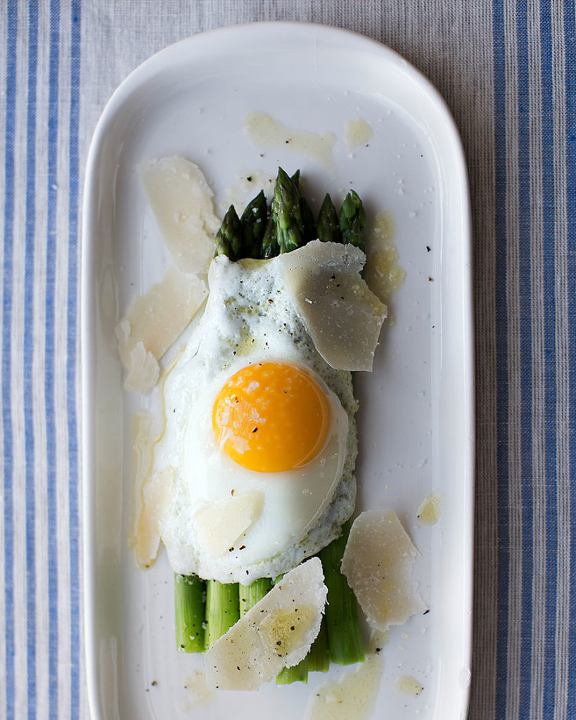 Sautéed asparagus with eggs